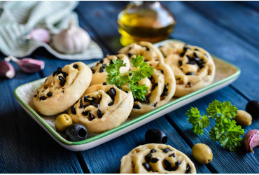 Sweet shortbread with olives and olive oil
